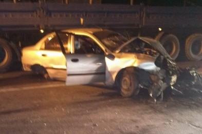 У Львові на вул. Шевченка «Ланос» влетів у відбійник – автомобіль розірвало на шматки