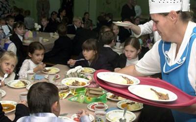Школьников Львова хотят лишить бесплатного питания