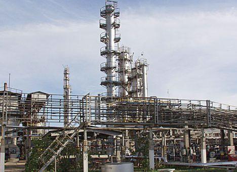 Срочно: Люди с автоматами и Титушки при поддержке милиции штурмовали одесский нефтяной завод (ВИДЕО)