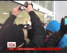 Сотни активистов штурмуют горсовет Кривого Рога с требованием люстрации
