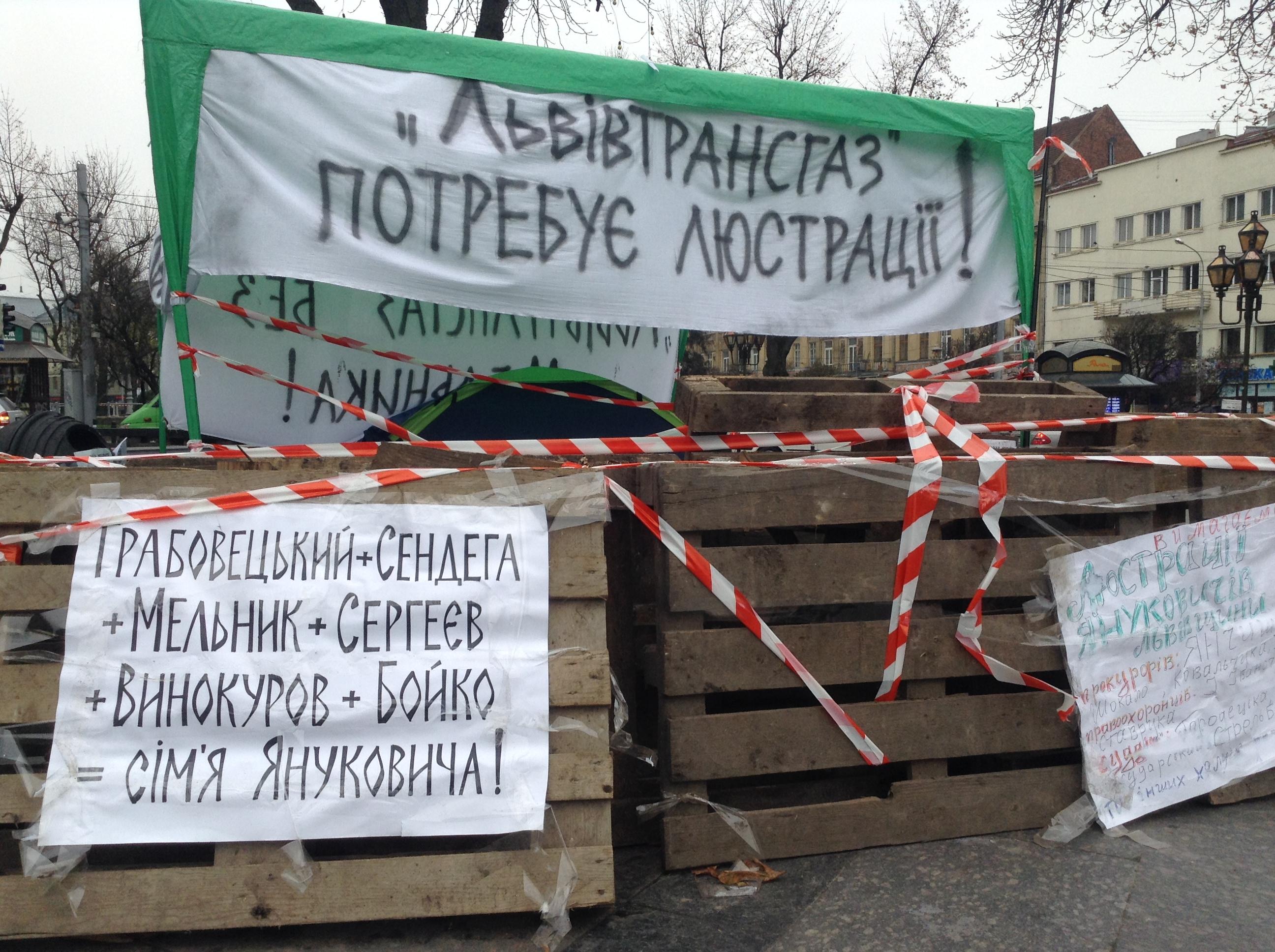 В центре Львова активист голодает уже 5-й день с требованием люстрации (Фото)