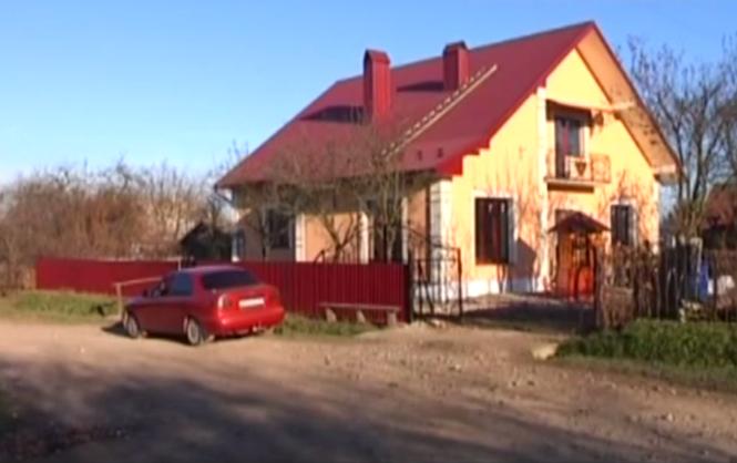 На Прикарпатье люди своими силами построили для семьи героя Небесной сотни двухэтажный дом.