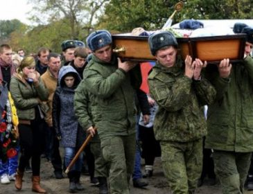 У мережі з'явилися фото масових поховань російських військових