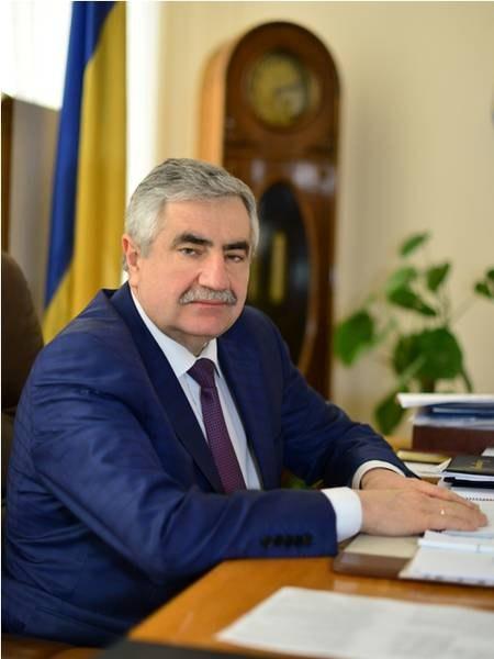 Золотовалютні чиновники: чим живе головний лікар обласної лікарні?