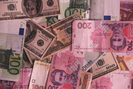 """Бюджет-2015 рассчитают по """"оптимальным"""" курсу – 12,95 гривен за доллар"""