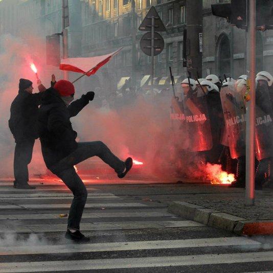 У День незалежності в Польщі підпалили посольство РФ (ВІДЕО)