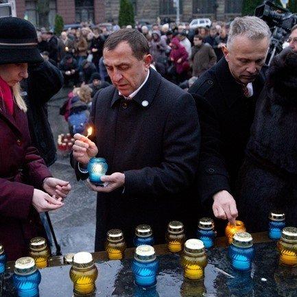 Во Львове почтили память жертв голодоморов (ФОТО)