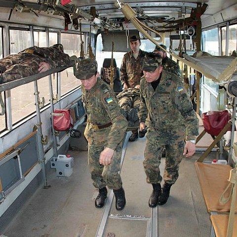 ЛАЗ випустив перший санітарний автобус для української армії