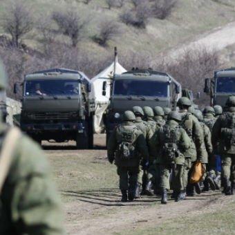 Россия перебрасывает военную технику через Керченский переправу