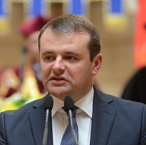 На Львовщине освобождаются чиновники, подпадают под люстрацию