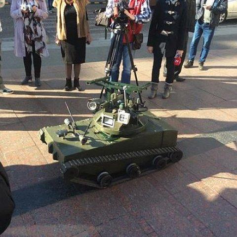 Львівські волонтери передали у зону АТО танк-розвідник