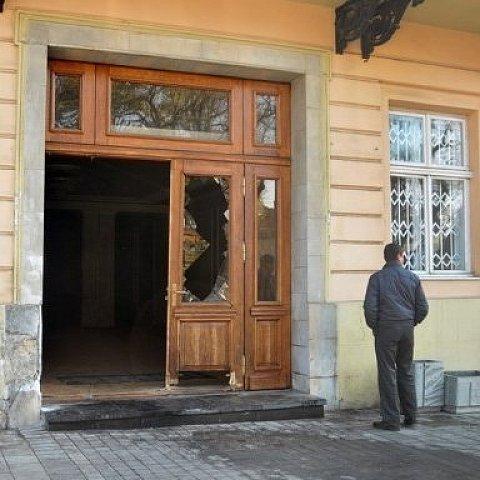 За розбиті двері ЛОР львівський ресторатор сплатить 100 тис грн