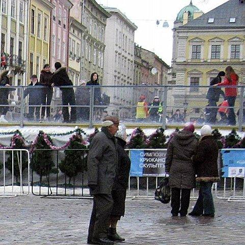 На площі Ринок знову відкриють ковзанку