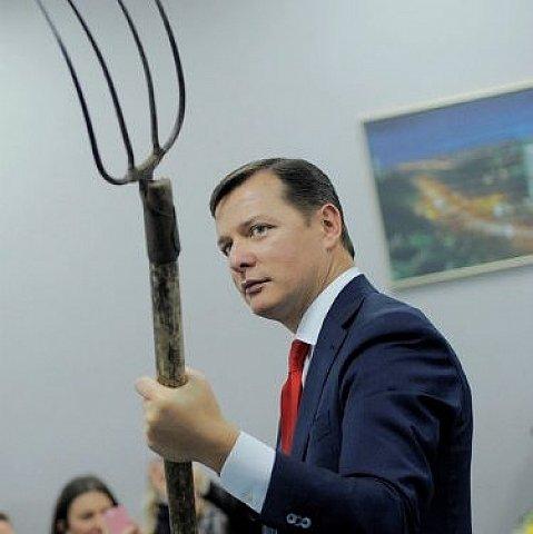 На заседание нового парламента Ляшко приедет на стоге сена