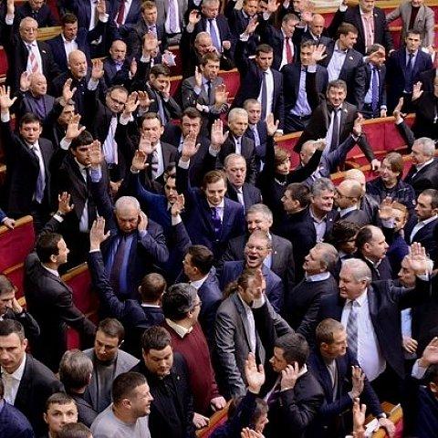 Девять из тех, кто поддержал законы 16 января, являются Героями Украины