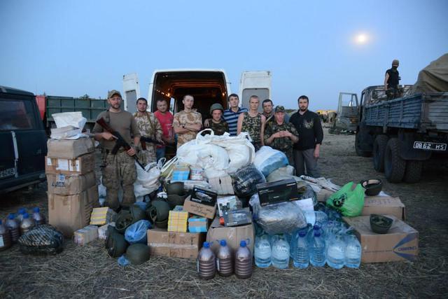 Волонтерів, які допомагають армії, запросять працювати в Міноборони