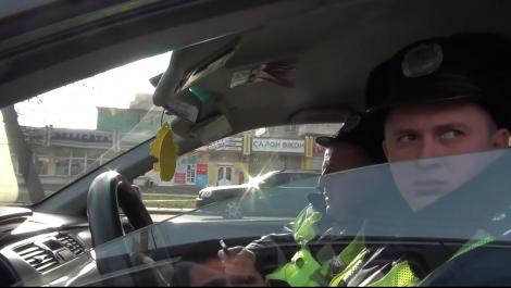 Во Львове инспекторы ГАИ сбежали от активистов, которые поймали их на взятке
