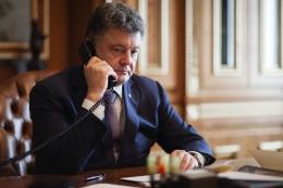 Президент України обговорив ситуацію на Донбасі з канцлером Німеччини та президентом Франції