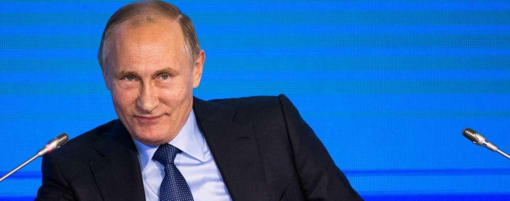 """Путін привітав росіян з Новим роком з """"Білого дому"""""""