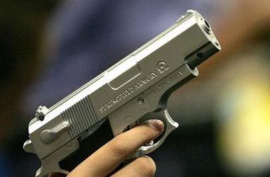 У Львові двоє хлопців, погрожуючи пістолетом, намагались пограбувати жінку