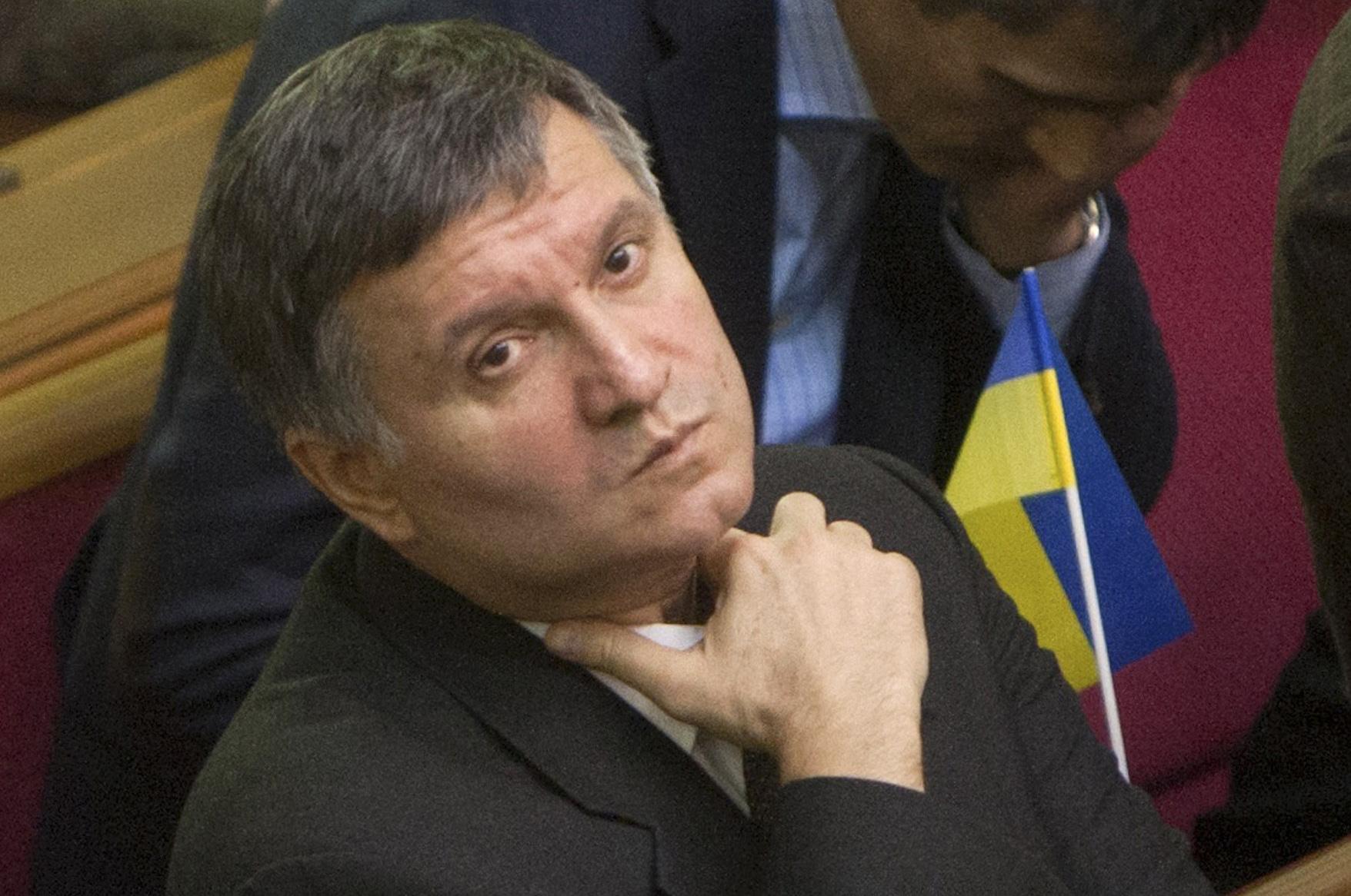 """Аваков обіцяє показати """"шокуюче"""" відео про корупцію в рятувальній службі"""