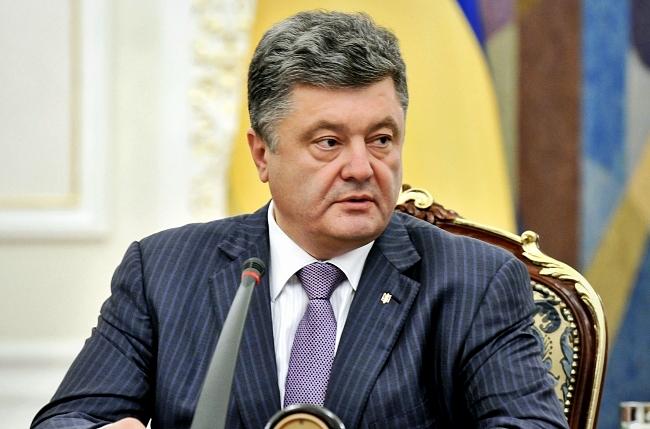 Пенсії в зоні АТО почнуть платити після проведення там законних виборів – Порошенко