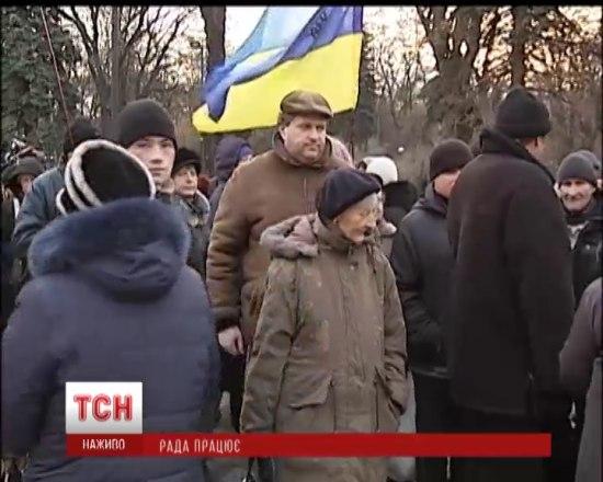 Под Радой активисты проводят сразу два митинга
