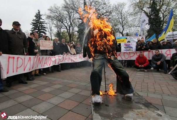 Более 1/3 часть украинцев считают, что лучший способ борьбы с коррупцией – это расстрел