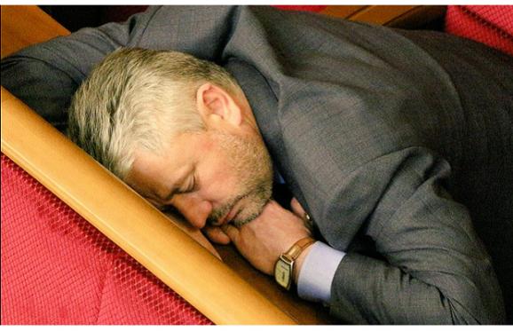 Как депутаты, превозмогая сон, голосовали за бюджет (Фото, видео)