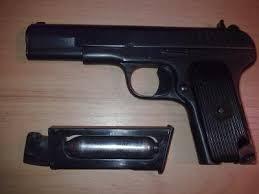 Львовянина, который размахивал пистолетом в ресторане, арестовали на полгода
