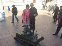 Щойно винайдений півметровий робот-танк волонтерів зі Львова вирушив у зону АТО