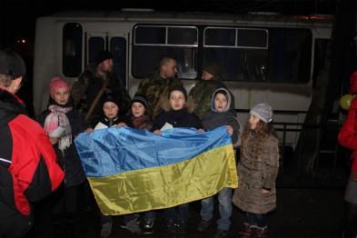 У Львові малюки зустріли своїх батьків з АТО з прапорами та обіймами (ФОТОРЕПОРТАЖ)