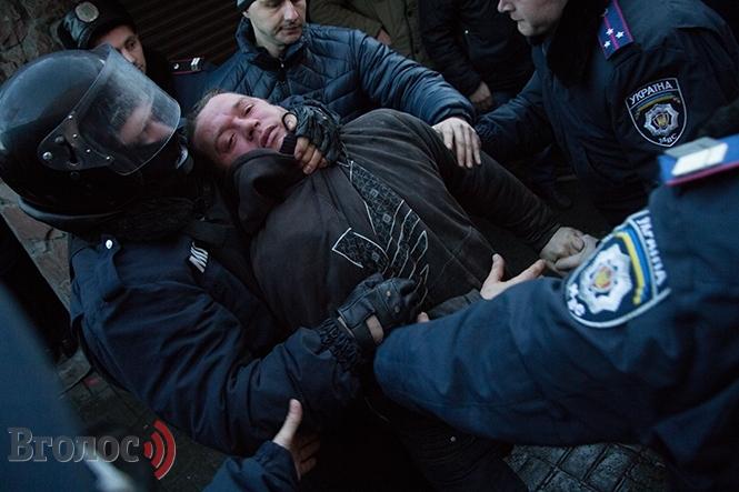 Бійка на Привокзальному: торговці закидали міліцію м'ясом та кров'ю