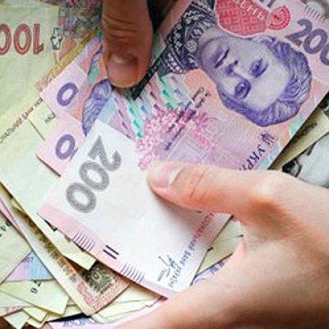Долар на міжбанку злетів до 18 гривень