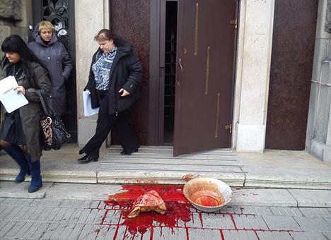 Мужчина, который облил кровью львовскую прокуратуру, объяснил свои мотивы