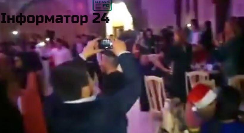 В Симферополе на Новый Год пели Гимн Украины (ВИДЕО)