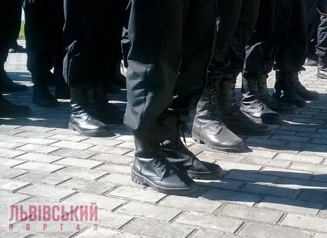 На Львівщині волонтери шиють берці, які не поступаються натовським