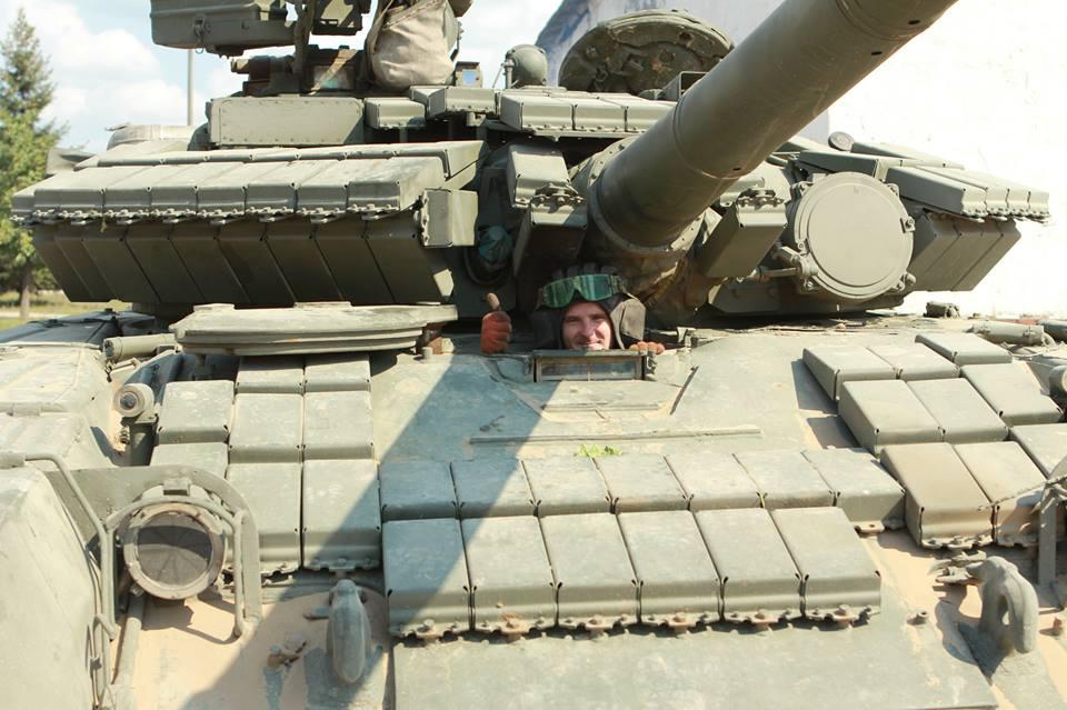 На околиці Донецька – танковий бій: поранено щонайменше 14 мирних жителів