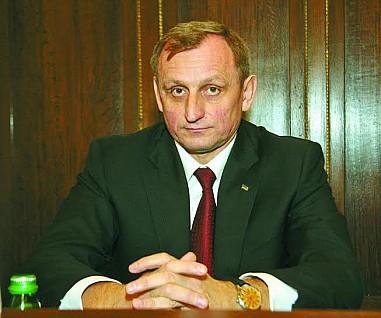 Прокурор Львівщини та його сім'я «голі і босі»
