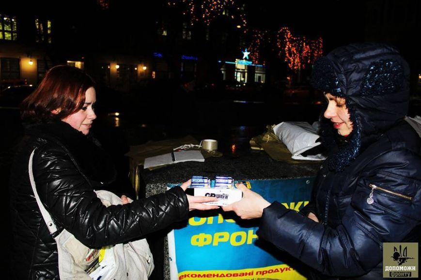 Збір для фронту: львів'яни принесли 1500 батарейок для бійців в АТО, вогнегасники та аптечки (ФОТО)