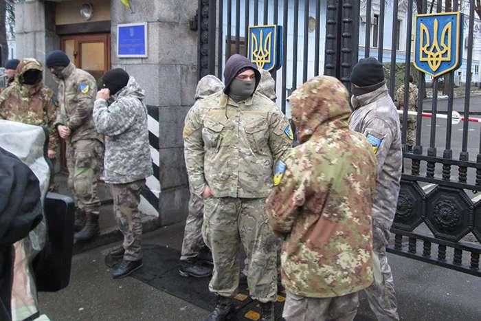 «Айдаровцы» пикетируют Минобороны (ФОТО)