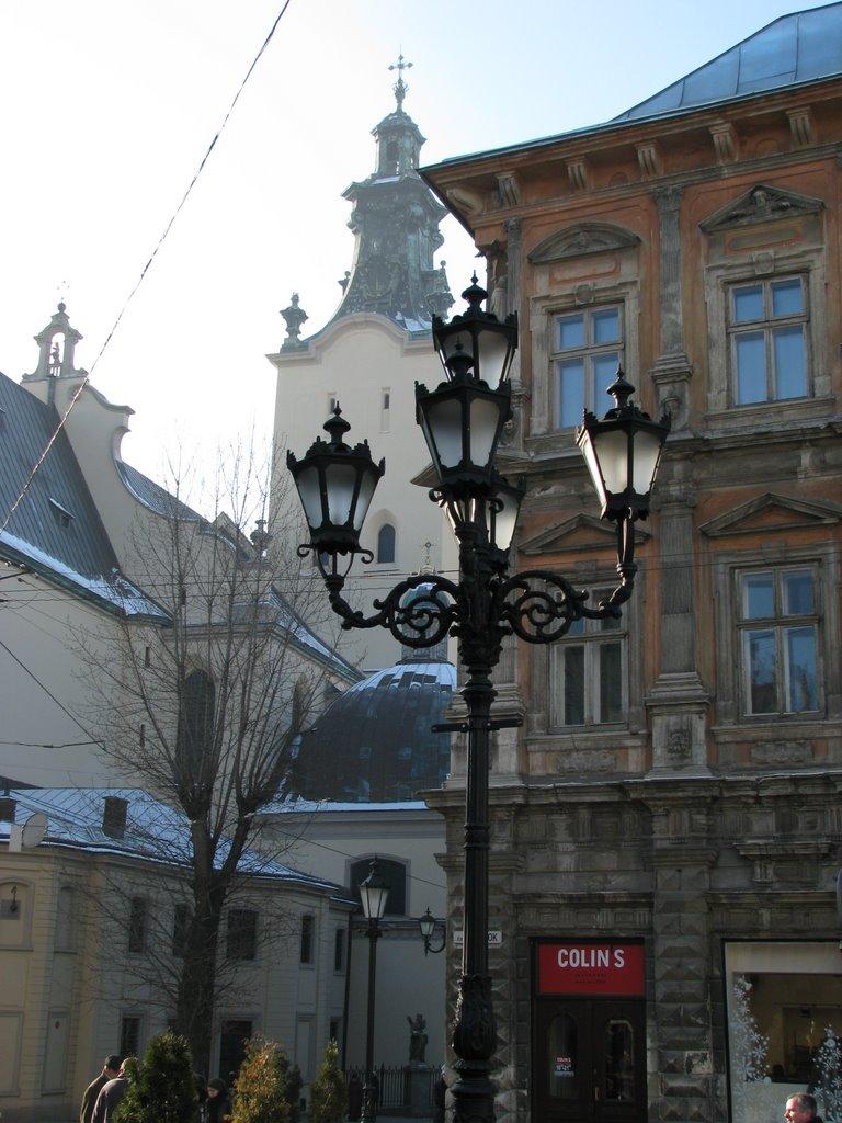 У Львові демонтують історичні ліхтарі