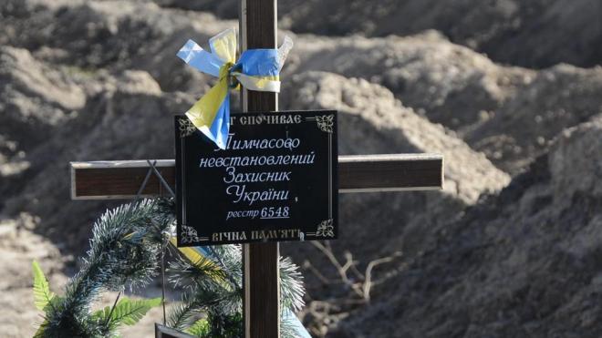 Як священик забирає у бойовиків тіла загиблих українських військових (Відео)