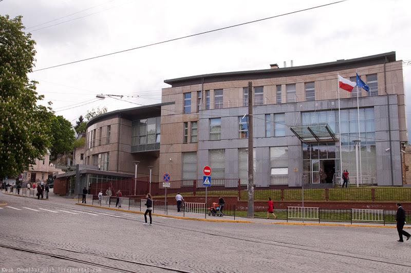 Суд  перегляне справу про 5 млн. грн. боргу Польського консульства перед львівською фірмою