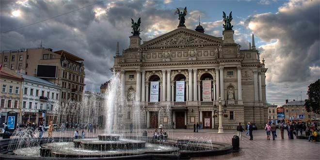 Во Львове в центре города мародеры разворовали старинный дворец
