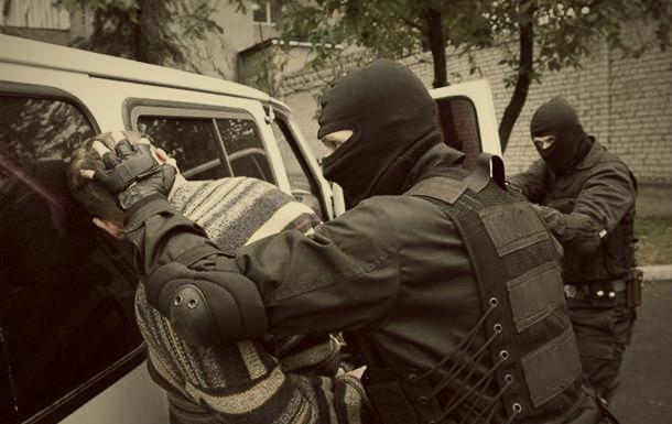 СБУ затримала зрадника у Держслужбі, який хотів передати терористам таємну інформацію