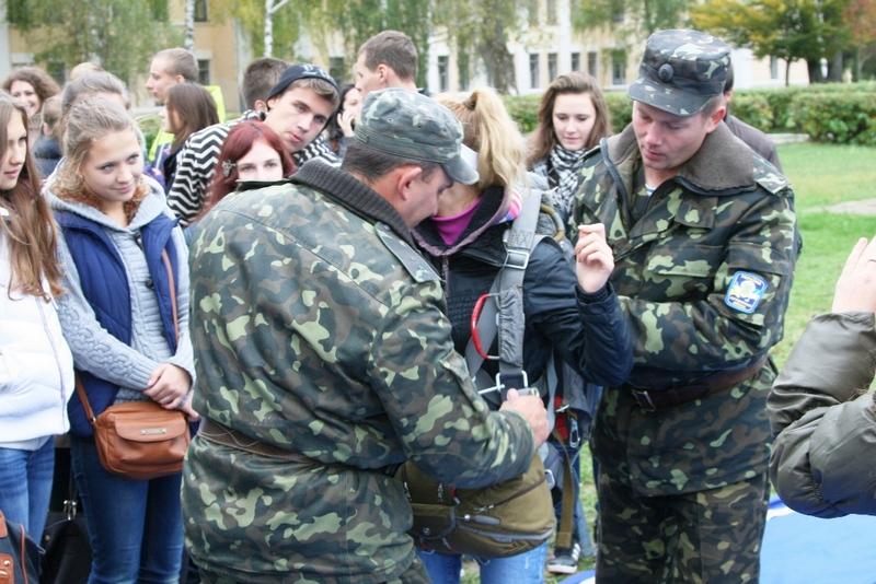 У військових комісаріатах розпочалася приписна кампанія юнаків 1998 року народження