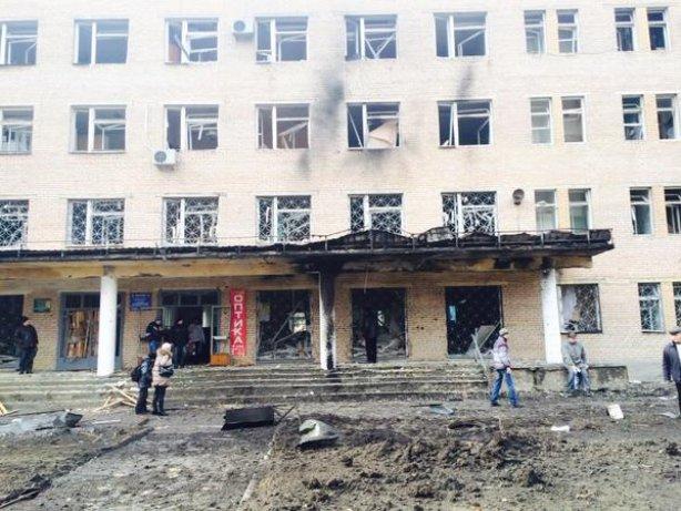 У Донецьку снаряд потрапив в лікарню: є загиблі (ФОТО)