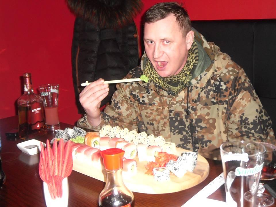 Боевики обжираются суши в голодающем полупустом Луганске (ФОТО)