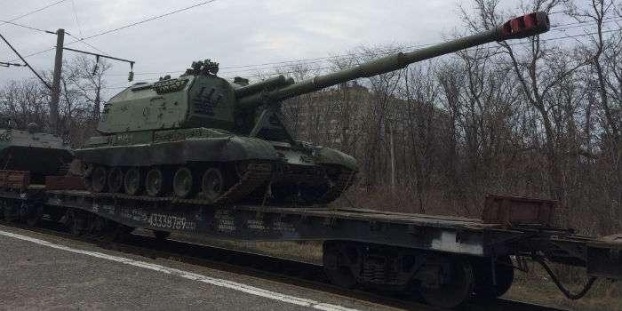 Важке озброєння ешелонами «відводиться» з Росії на Донбас (ФОТО)